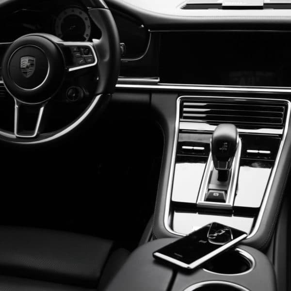 Huawei Mate RS und Porsche Panamera